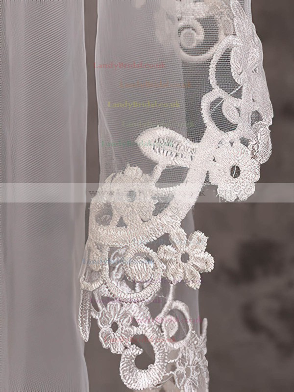 One-tier Ivory Waltz Bridal Veils with Applique
