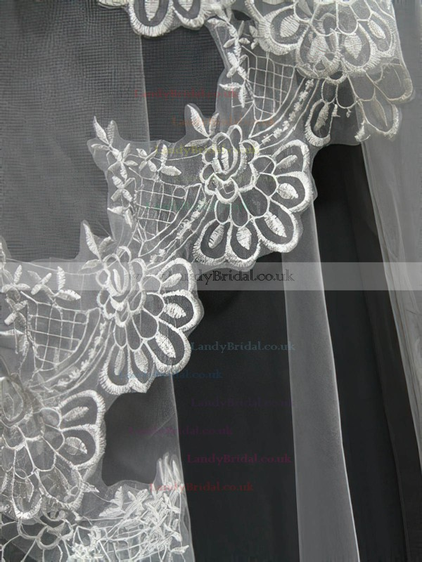 One-tier White Chapel Bridal Veils with Applique