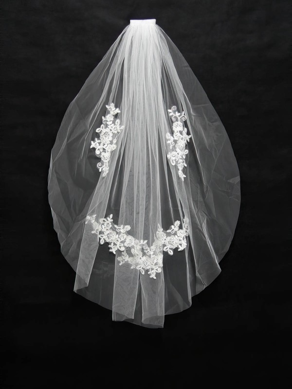 One-tier White/Ivory Fingertip Bridal Veils with Applique