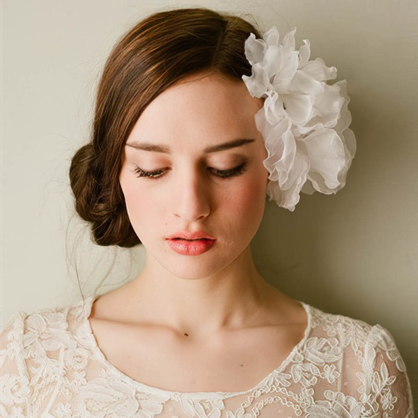 White Tulle Flowers & Feathers #LDB03020052